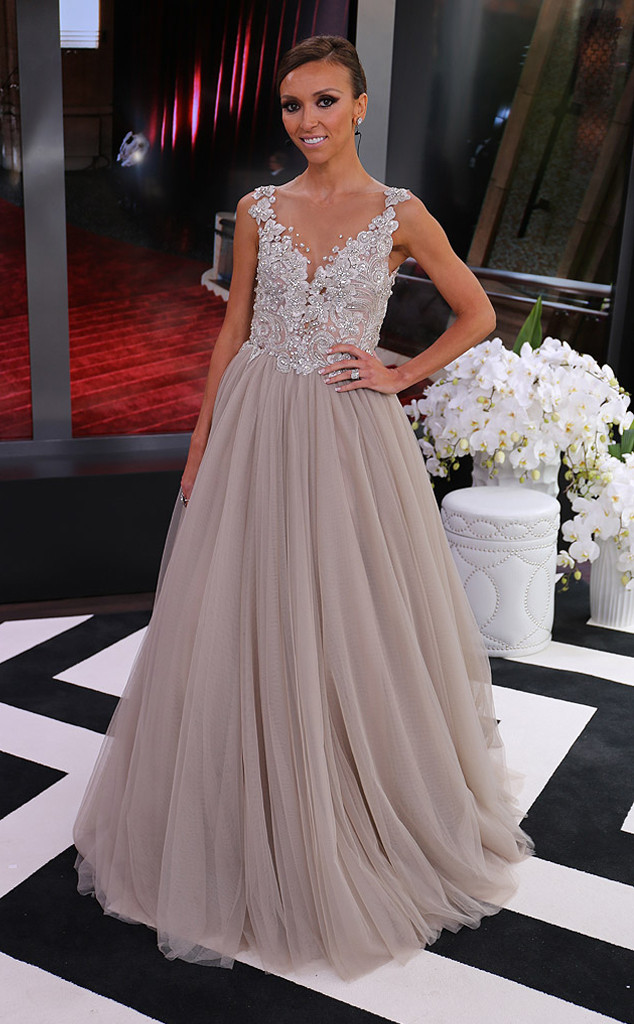 guiliana rancic isn't a movie star or anything but i think she looked amazing in her paolo sebastian dress. how gorgeous is this? i absolutely love how girly it looks!