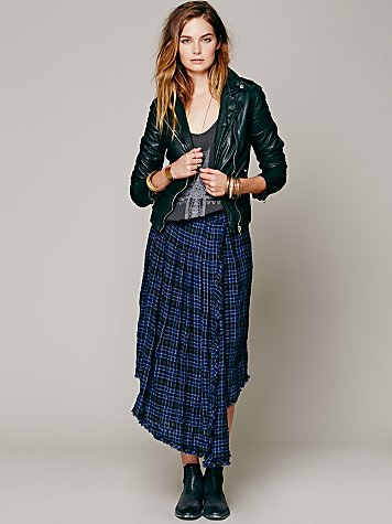 i love this plaid skirt! i normally don't like black and blue put together but this just works for me! i love how this skirt give a grunge look to it!