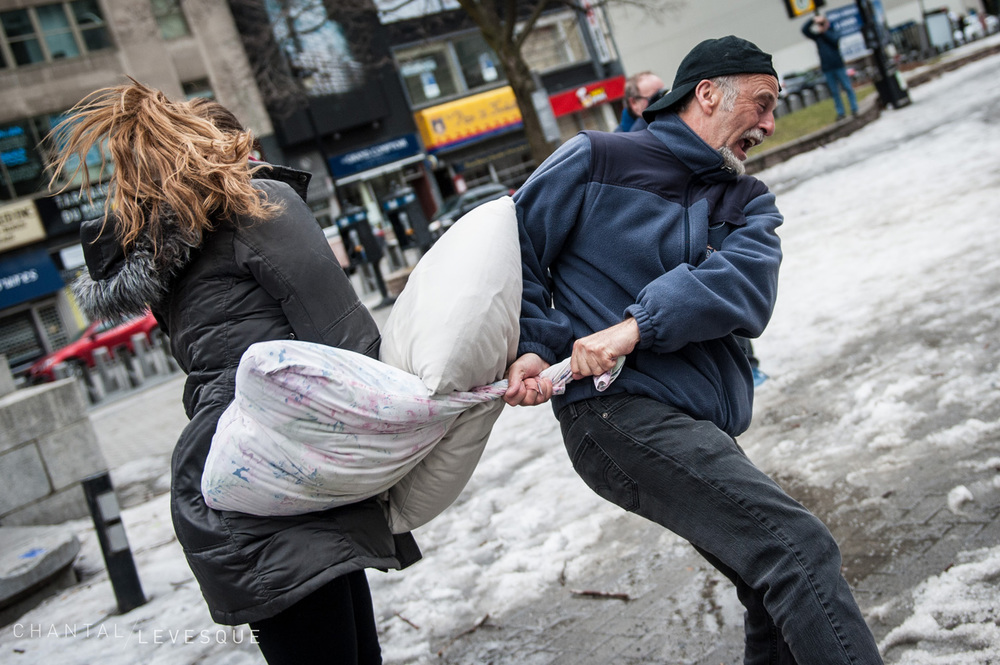 pillow-fight-3011.jpg
