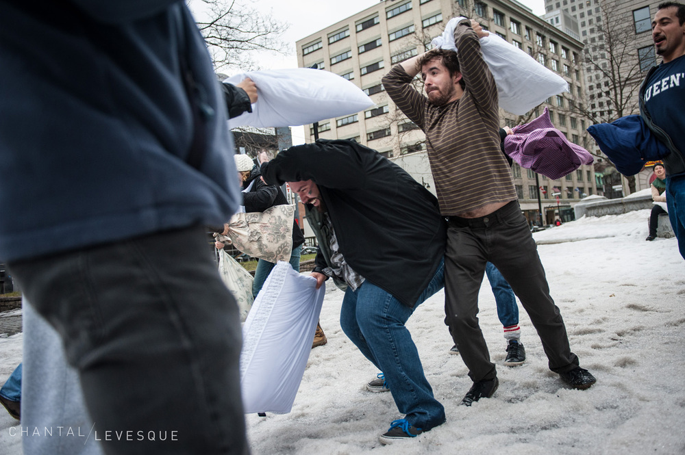 pillow-fight-3549.jpg