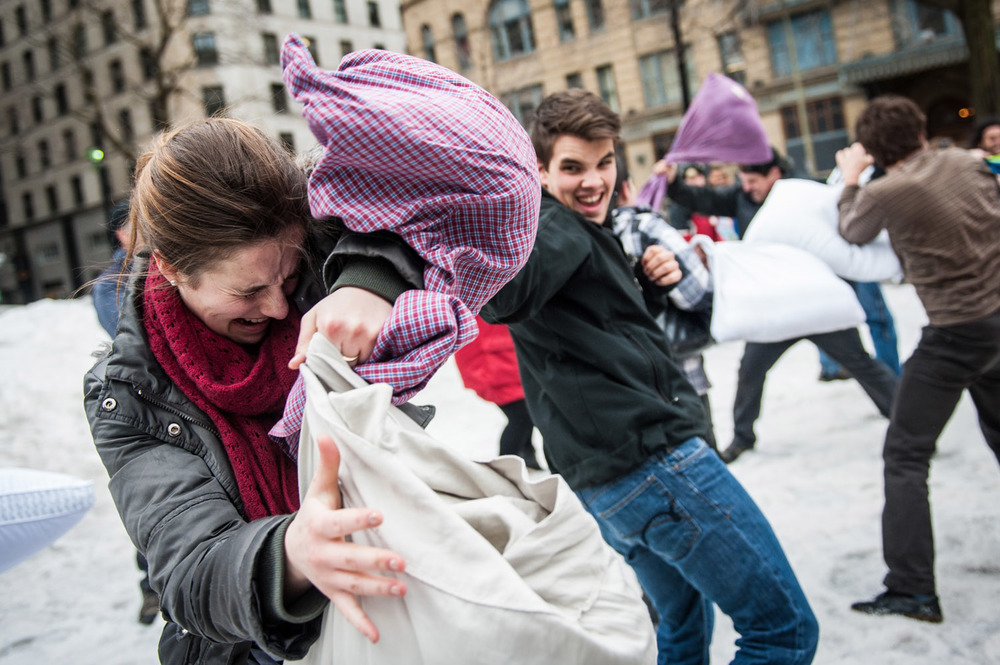 pillow-fight-3392.jpg