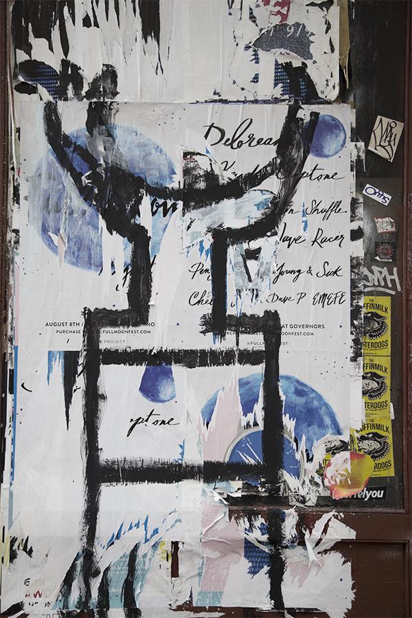 SOHOで見つけた落書き。なんの落書きかわかんないけど、かっこいいなぁ。落書きされているポスターもかっこいい。だれかの作品の上に、誰かが自分の作品を描き、それを写真に撮る。こういうのをマッシュアップと言います。(いいません。)