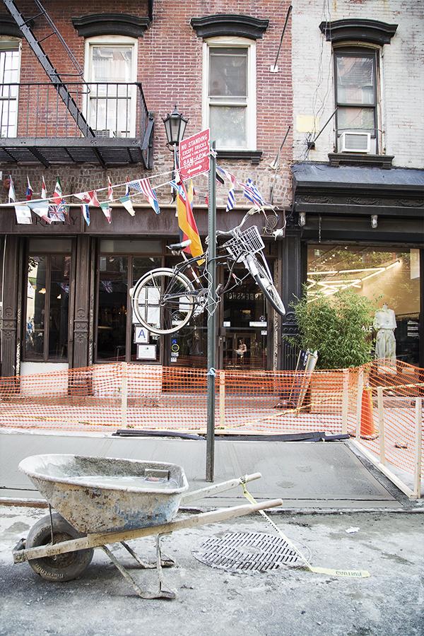 夏の間は、自転車に乗っている人がけっこういて、いいなぁと思うけど、シティーバイクはまだ挑戦していません。つい先日、駐禁でチケットをもらったけど、これよりはいくぶんましかと思う。