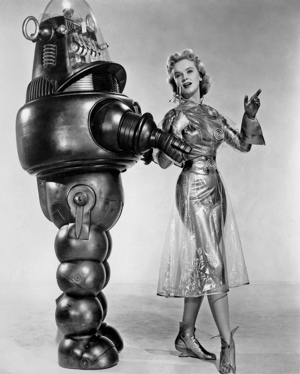 Behold! Science Fiction! Fictional Science! ROBOTS! (And attractive ladies in unlikely wardrobes.)