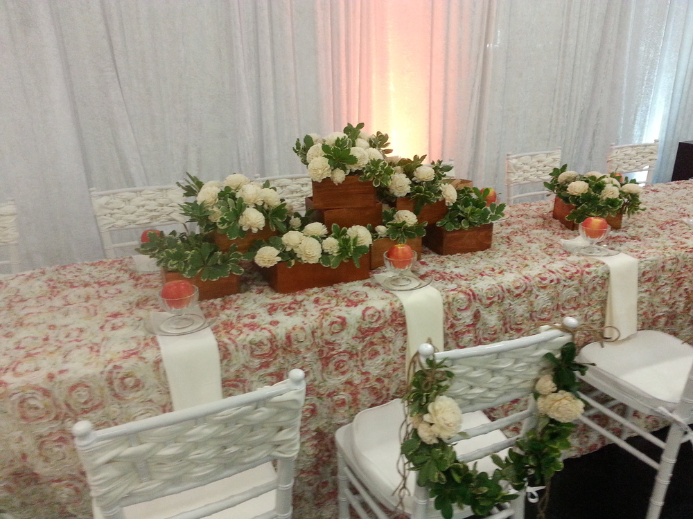 Tablescape Sola Flowers