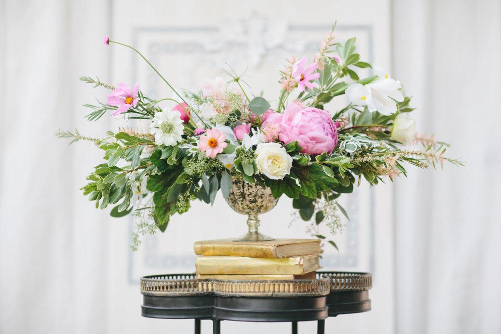 Maxit Flower Design; garden style flower arrangement; Korie Lynn Photography
