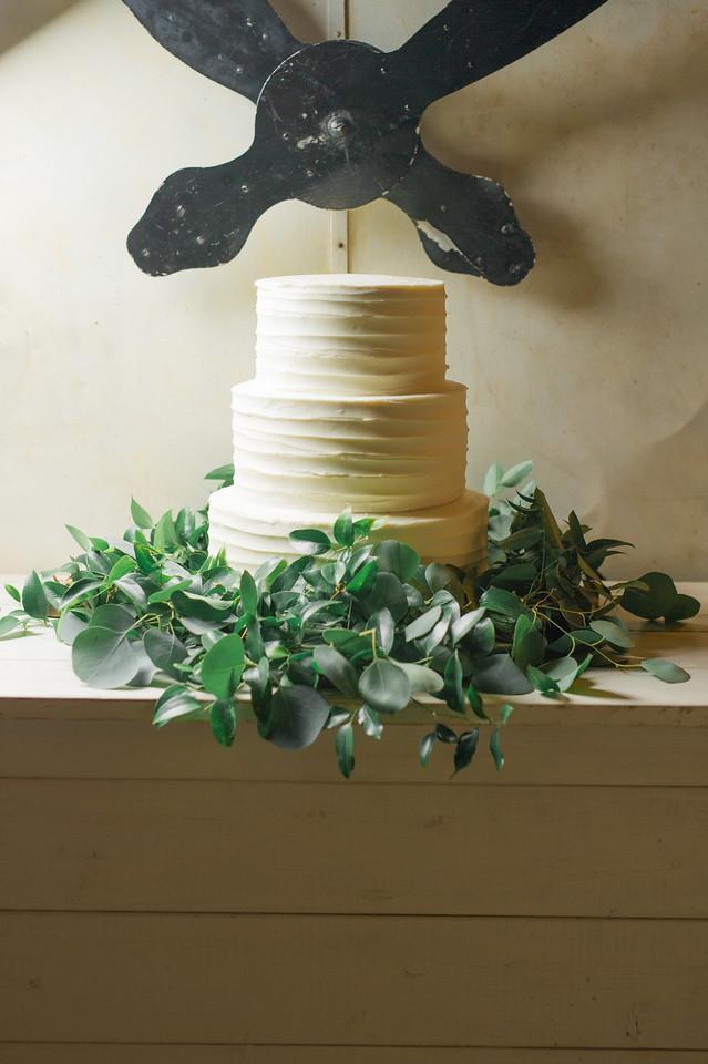 white wedding cake with garland maxit flower design