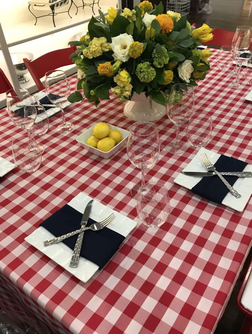 picnic style table with lemon arrangement from maxit flower design