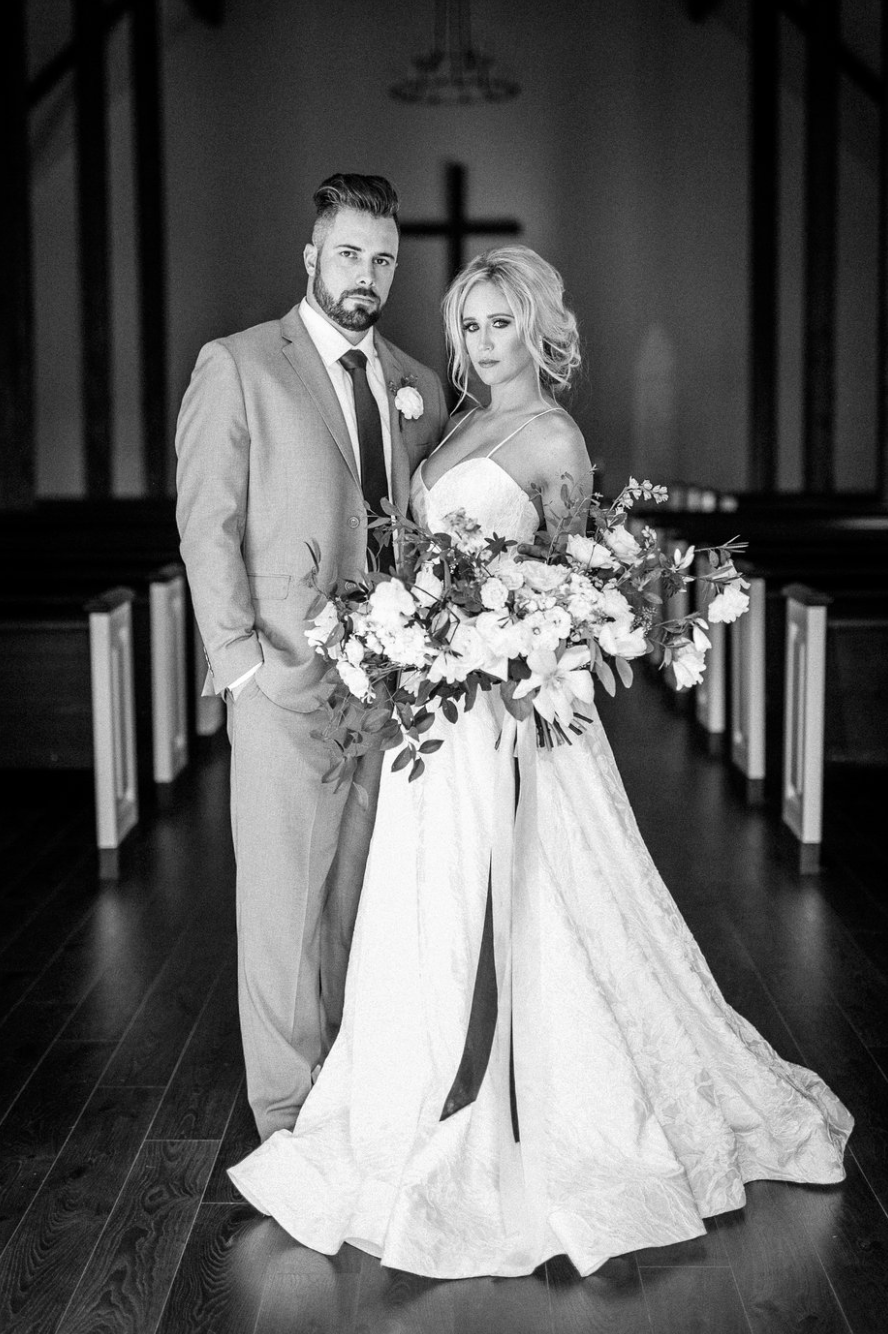 black and white image of bride and groom with bridal bouquet by maxit flower design in houston texas