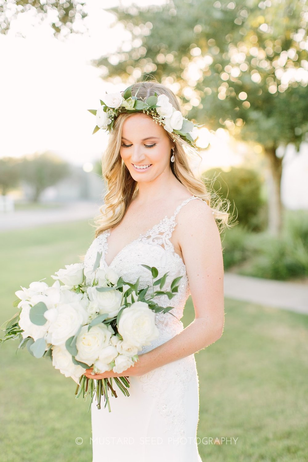 bride-ivory-bouquet-greenery-floral-crown-by-maxi-flower-design-in-houston-texas