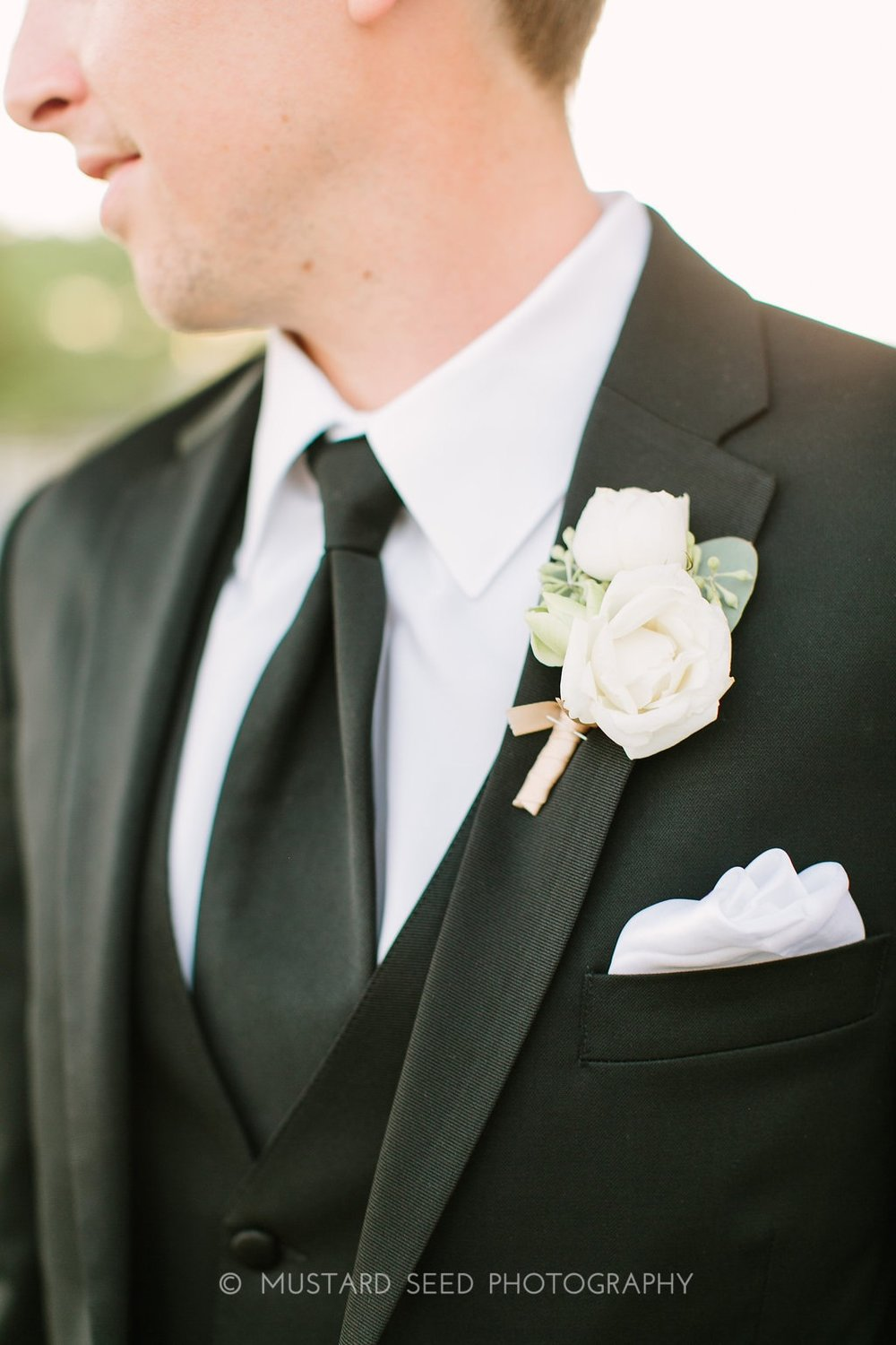 ranunculus-boutonniere-by-maxit-flower-design-in-houston-texas