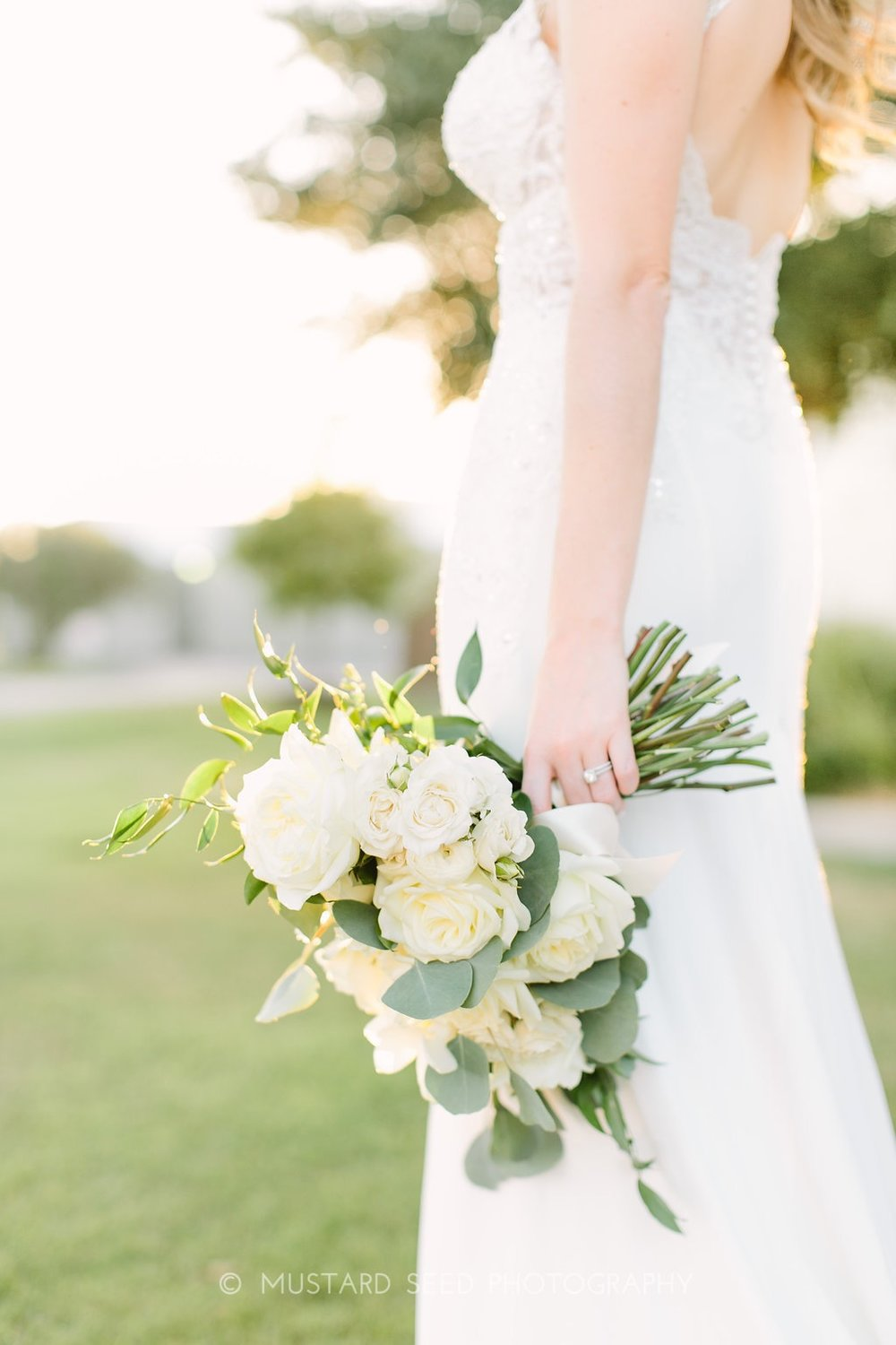 ivory-bridal-bouquet-by-maxi-flower-design-in-houston-texas