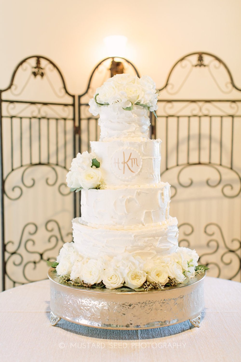 white-wedding-cake-ivory-florals-greenery-by-maxit-flower-design-in-houston-texas