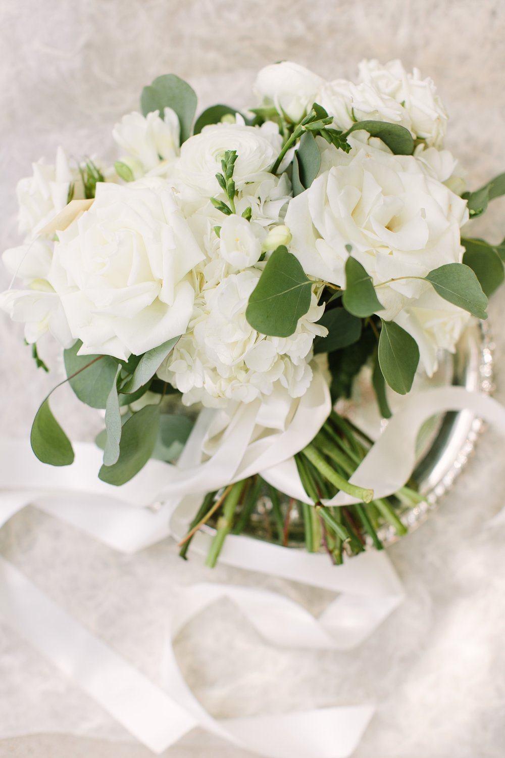 wedding-white-bouquet-by-maxit-flower-design-in-houston-texas