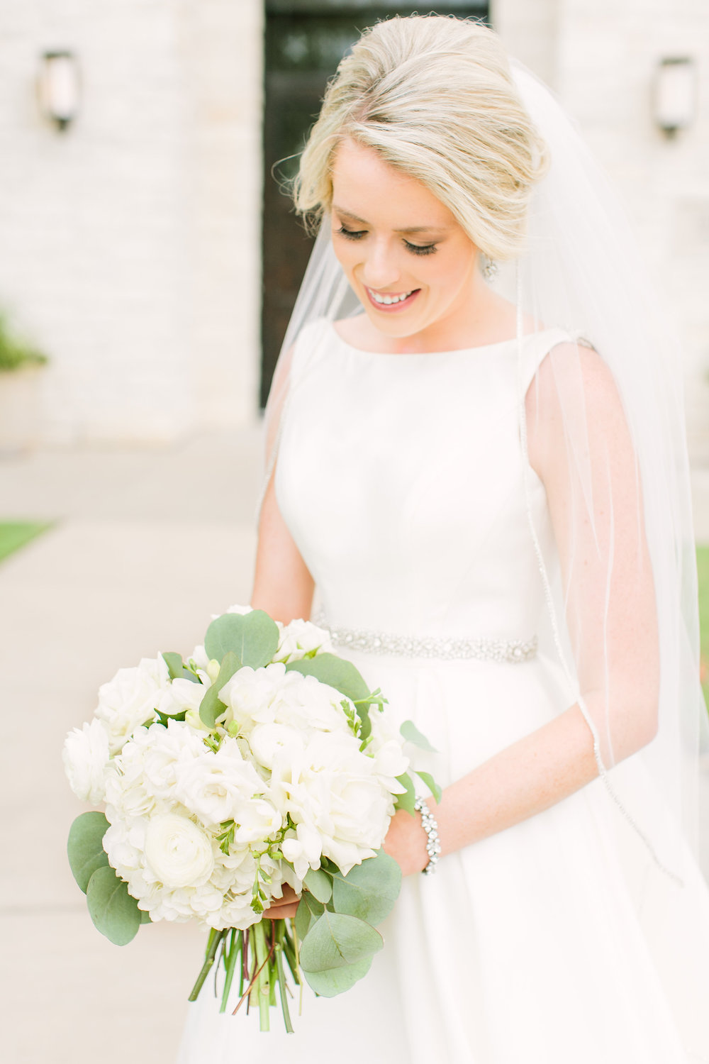 bride-briscoe-manor-white-greenery-bouquet-by-maxit-flower-design-in-houston-texas