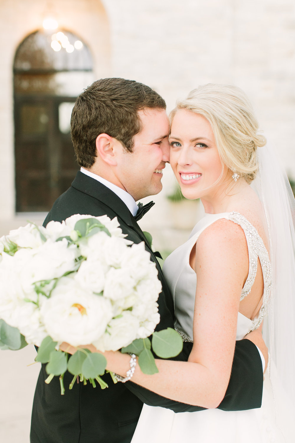 bride-groom-wedding-white-bouquet-full-by-maxit-flower-design-in-houston-texas