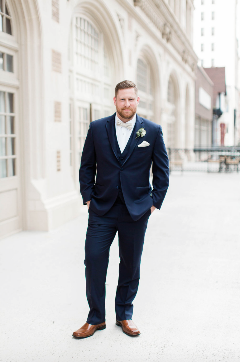 groom-navy-suit-crystal-ballroom-airy-wedding-boutonniere-by-maxit-flower-design-in-houston-texas