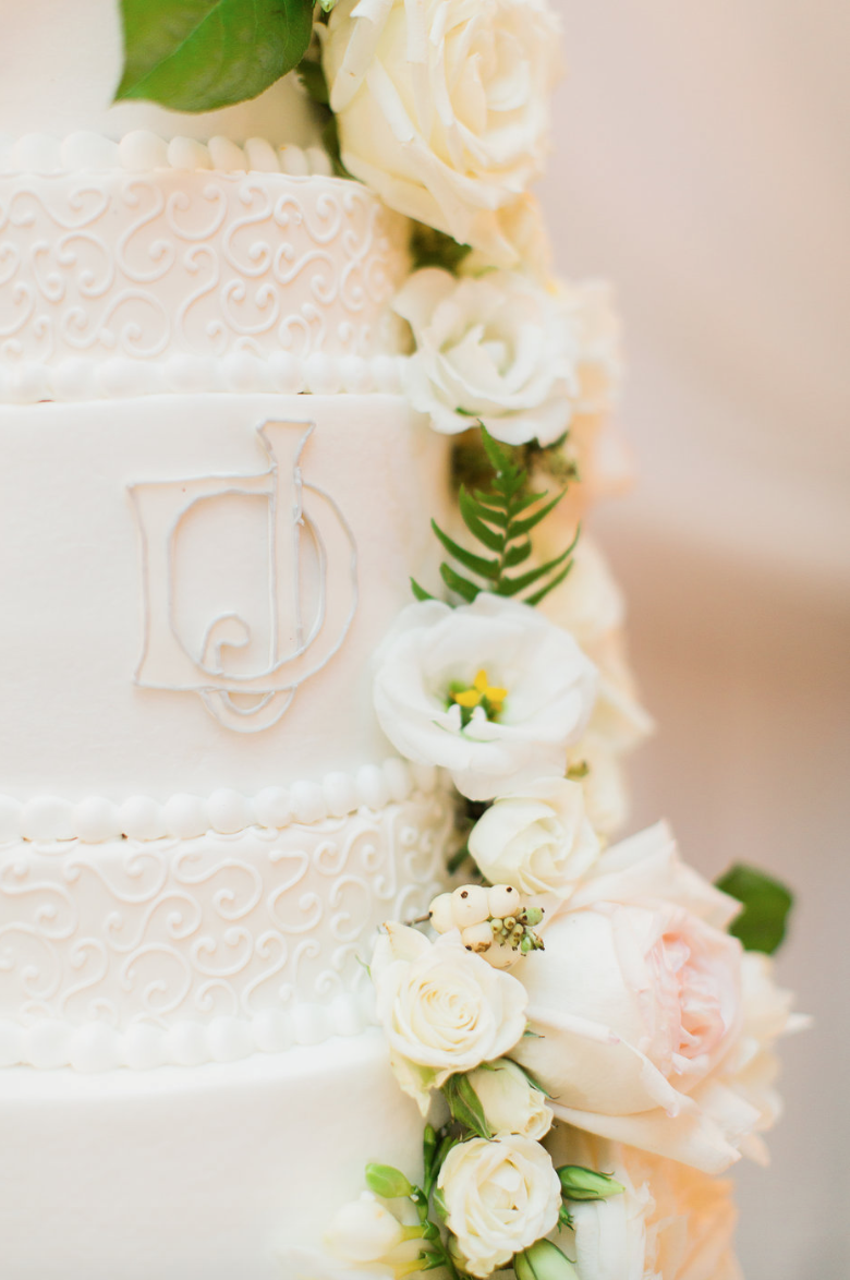 wedding-cake-detail-monogram-initials-rose-white-greenery-ribbon-florals-by-maxit-flower-design-in-houston-texas
