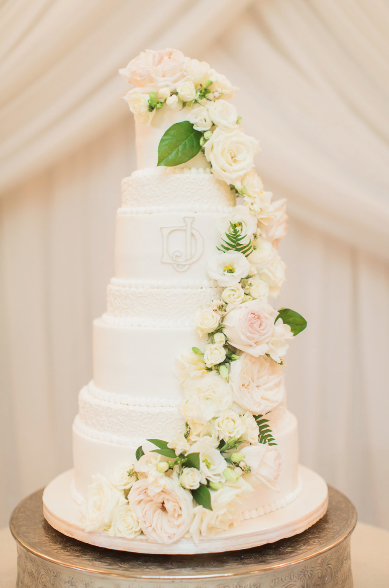 wedding-cake-cascade-rose-detail-white-greenery-ribbon-florals-by-maxit-flower-design-in-houston-texas