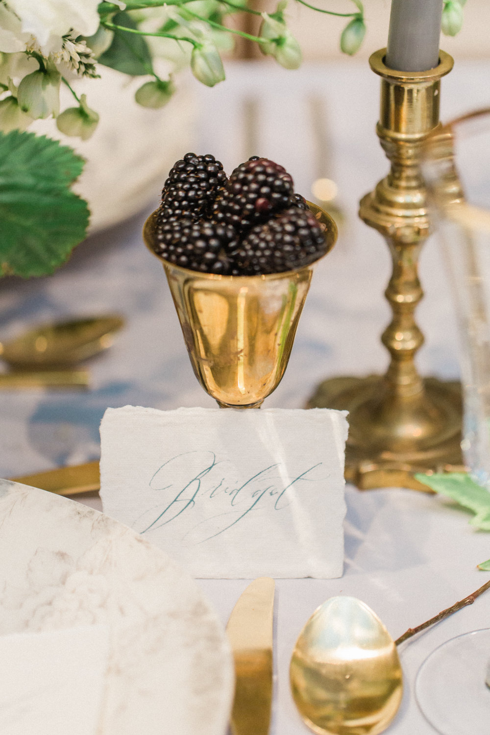calligraphy-romantic-berries-gold-guests-namecard-gift-detail-photography-florals-by-maxit-flower-design