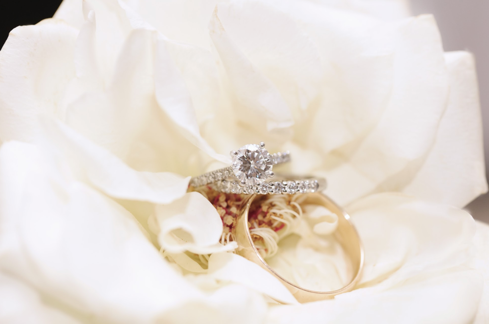 wedidng-band-ring-diamond-engagement-detail-photography-bridal-floral-white-rose-by-maxit-flower-design-houston-texas