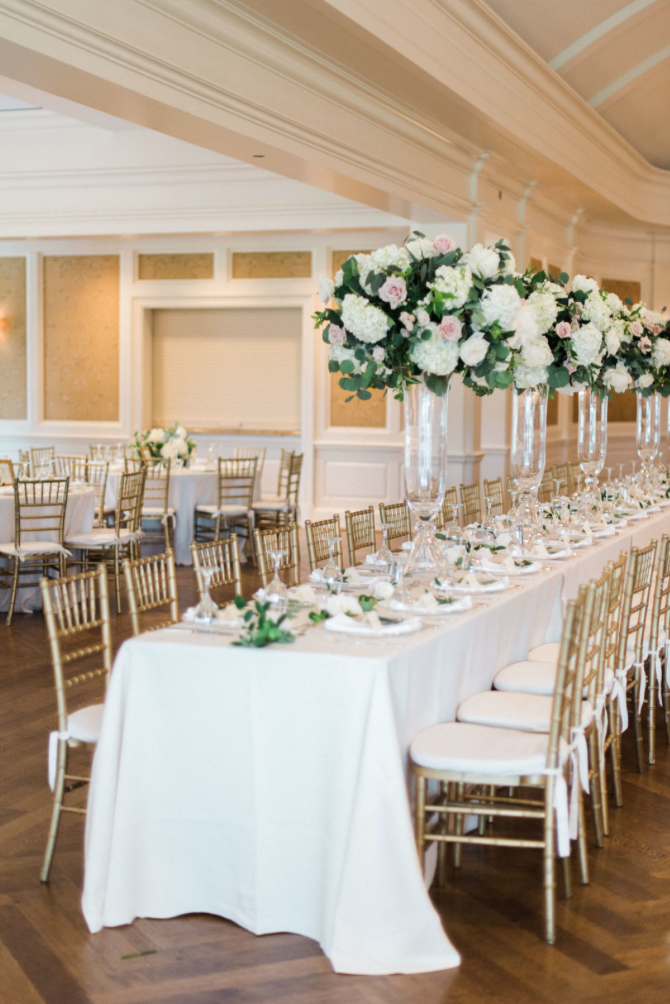 wedding-details-photography-dana-fernadez-river-oaks-country-club-tall-glass-arrangement-statement-hydrengea-rose-floral-greenery-by-maxit-flower-design-houston-texas