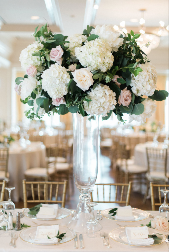 wedding-details-photography-dana-fernadez-river-oaks-country-club-tall-glass-arrangement-statement-hydrengea-rose-reception-decor-floral-greenery-by-maxit-flower-design-houston-texas