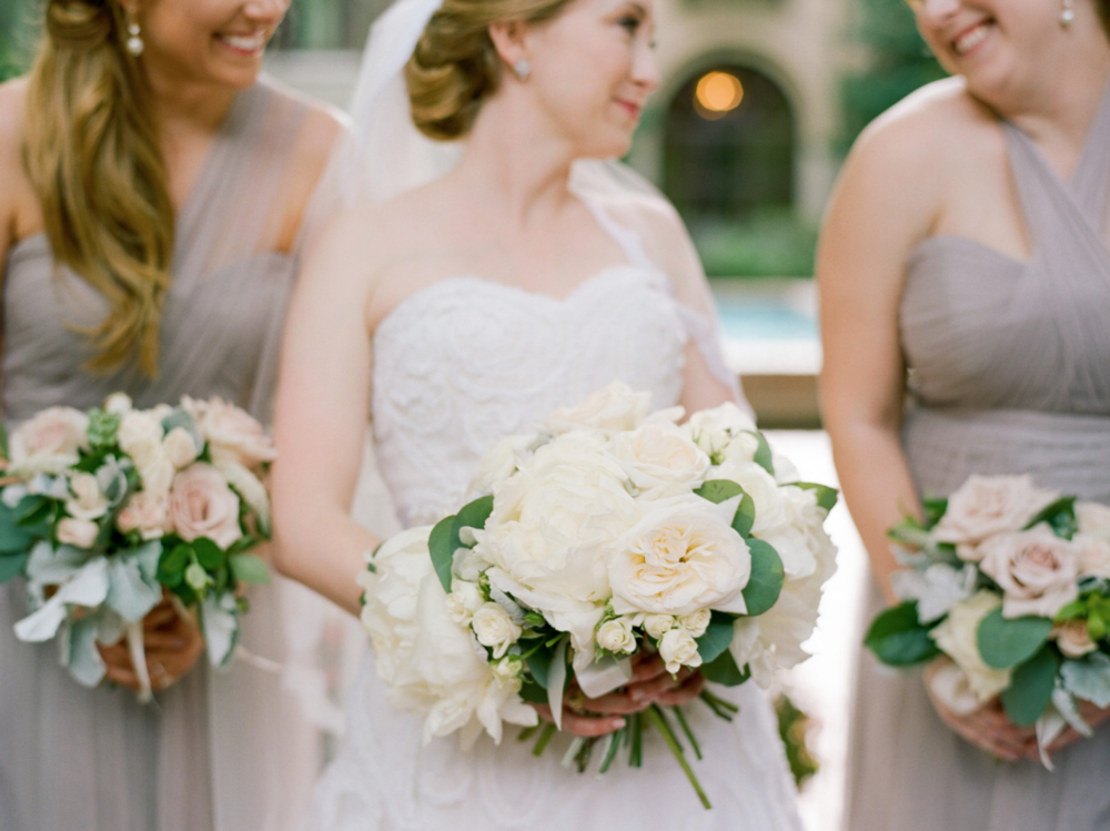 wedding-bride-bridesmaids-photography-dana-fernadez-river-oaks-country-club-peony-bouquet-white-rose-floral-greenery-by-maxit-flower-design-houston-texas