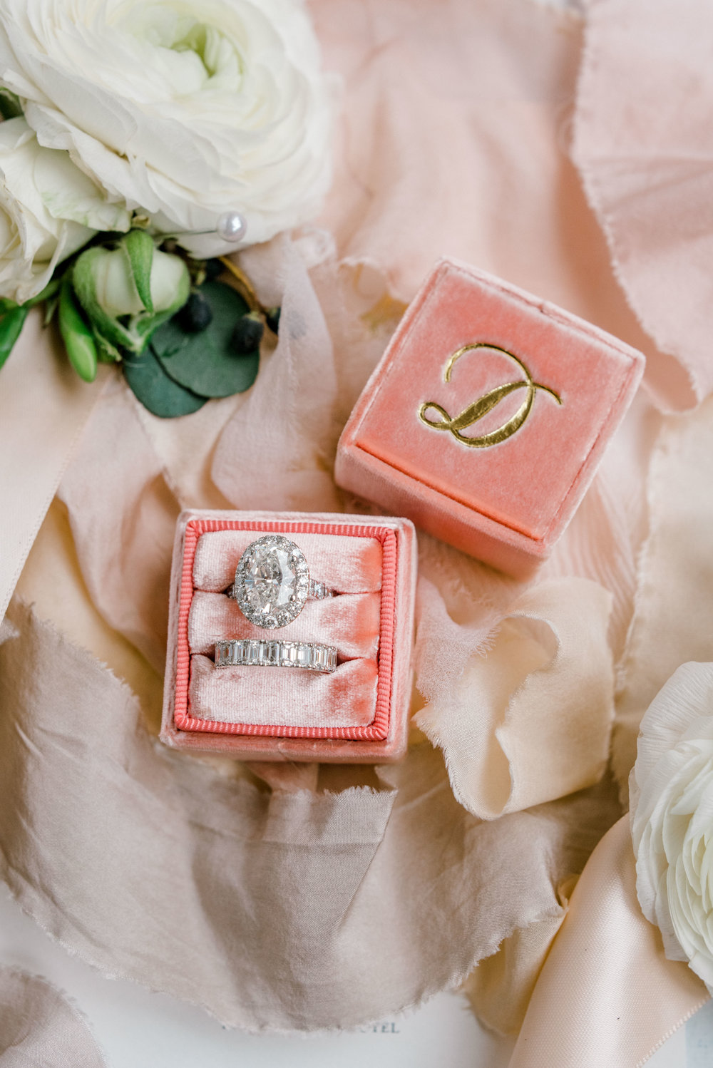 details-photography-dana-fernandez-ranunclus-mrs-box-engagment-ring-wedding-band-silk-ribbon-floral-greenery-by-maxit-flower-design-houston-texas