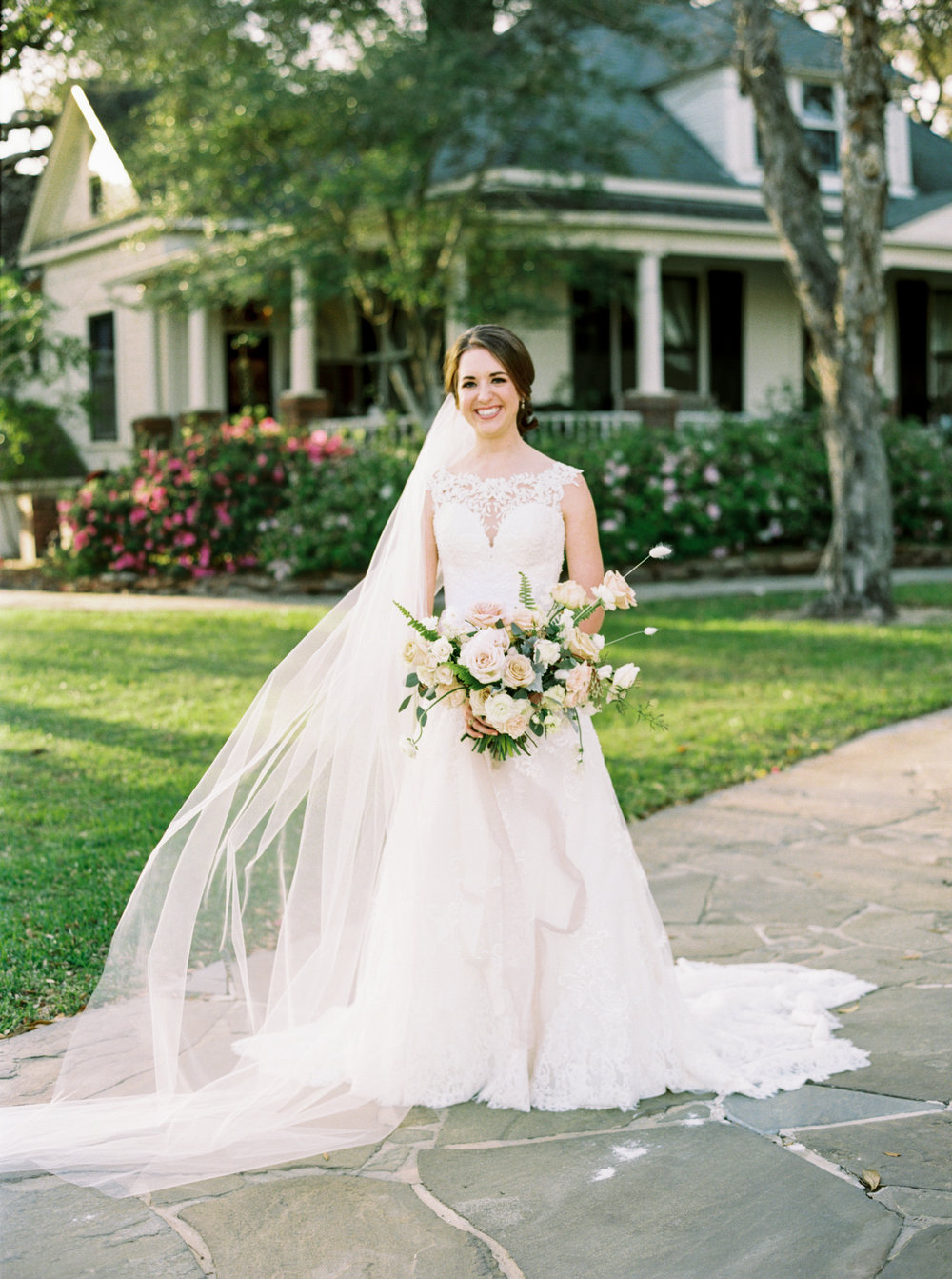 Chandelier_Grove_Houston_Bridals.jpg