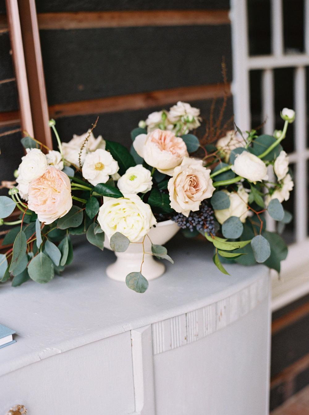 Flower_Arragement_With_White_Urn.jpg