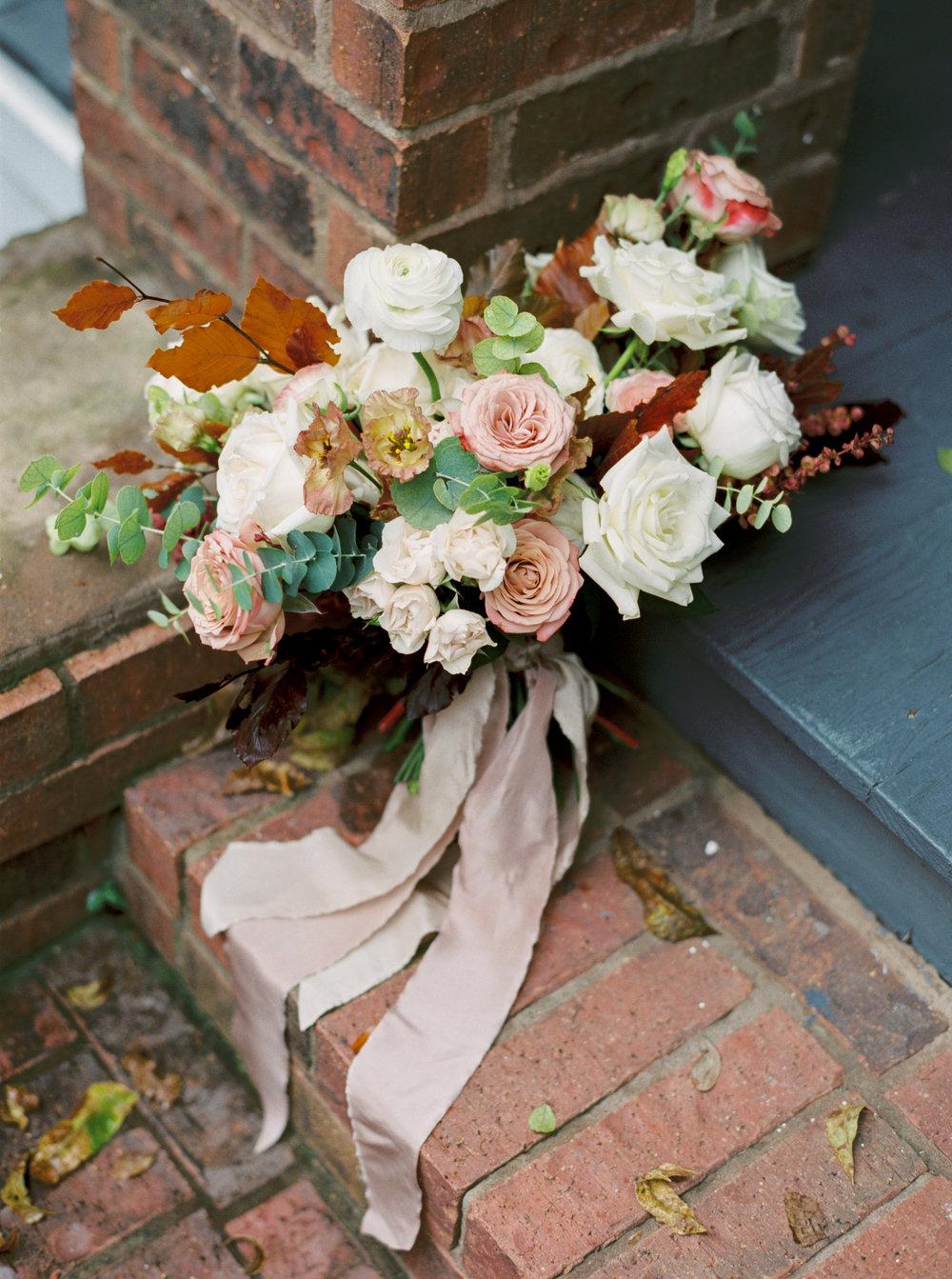 Fall_Wedding_Colors_Bouquet_Maxit_Flower_Design_Hanging_Ribbon.jpg