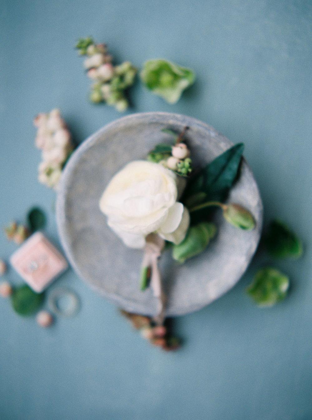styled-art-boutonniere-wedding-flowers.jpg