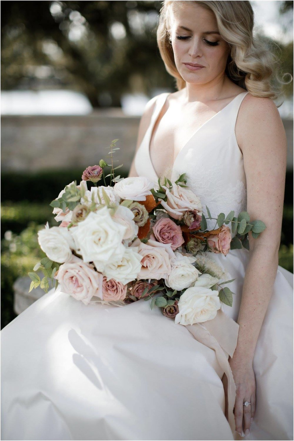 Bridal bouquet by Maxit Flower Design, Houston Oaks Country Club, Alyssa Meeks Event Planner, Silhouette Studios Photography