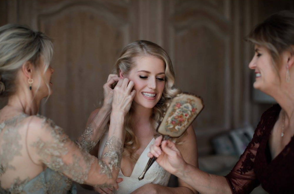 Mother and Bride getting ready for wedding, Houston Oaks Country Club, Alyssa Meeks Event Planner, Silhouette Studios Photography