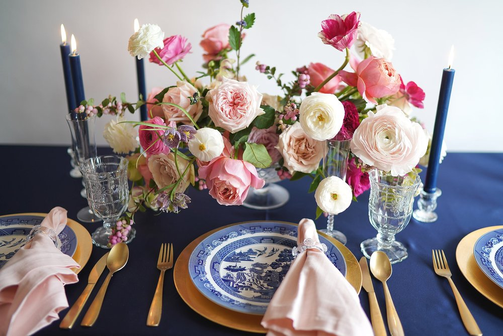 Pink and Navy Southern tablescape featuring Blue and White chinoiserie plates. Flowers and styling by Maxit Flower Design