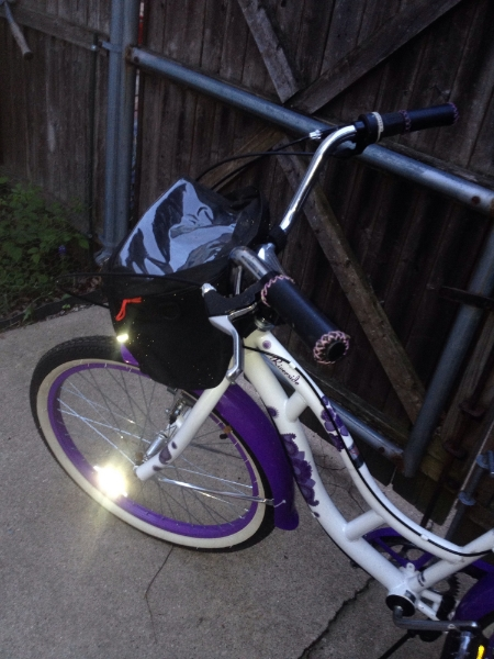 I have a cooler on the handle bars & a basket too that I can use but it's not on it right now.