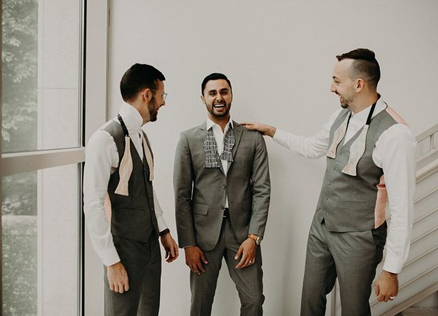 I adore when brides choose mismatched ties. Makes my job more interesting and allows each groomsman to feel uniquely special. ✨