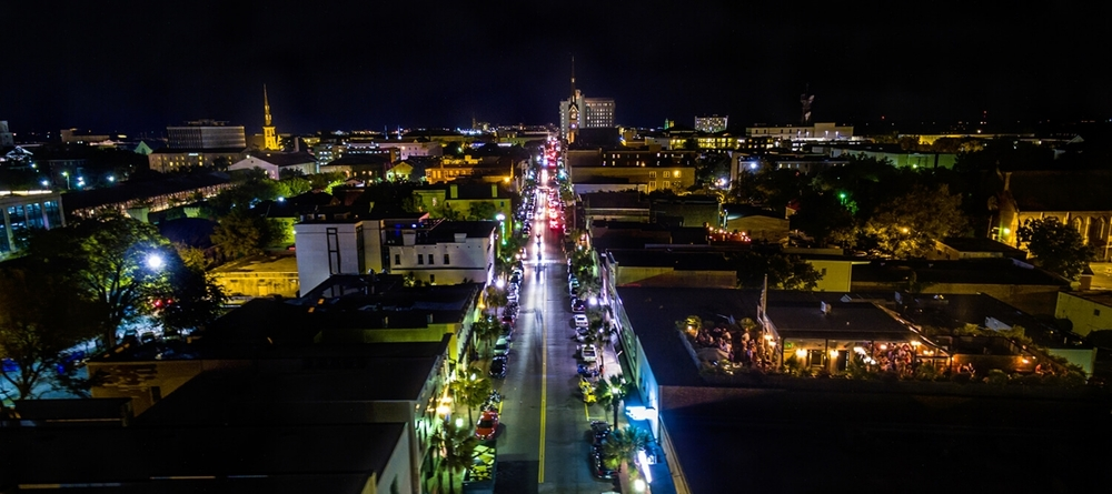 King Street is Charleston at her best! She has developed into three disinctive areas; the Upper King Street Design and Dining District; in the middle the King Street Fashion District and the Lower King Street Antiques District.