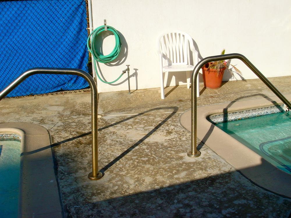 Pool and Tub.JPG