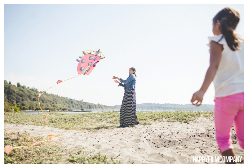 Seattle Family Photos - Flying Kites - the Happy Film Company