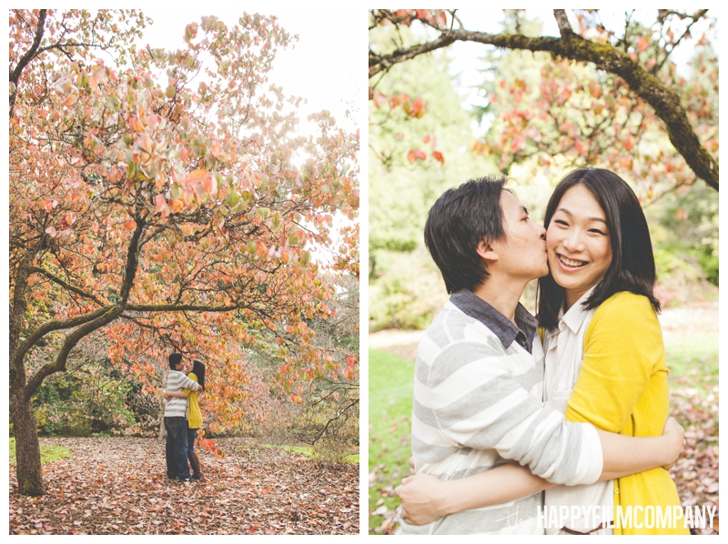 autumn couples photos engagement colorful trees  - Colorful Leaves Seattle Autumn Family Photos at Washington Park Arboretum - the Happy Film Company