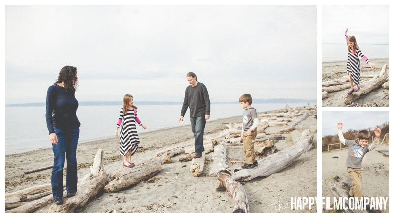 family walking on driftwood portraits  – Playful Golden Gardens Beach Walk — Seattle Family Holiday Pictures