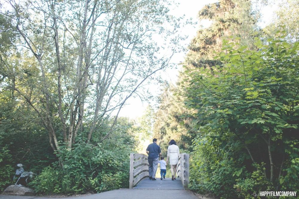 Family walk - the Happy Film Company - Seattle Family Photos
