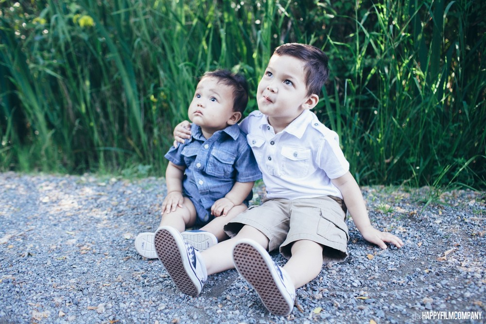 Two little boys sitting on the ground - the Happy Film Company - Seattle Family Photos