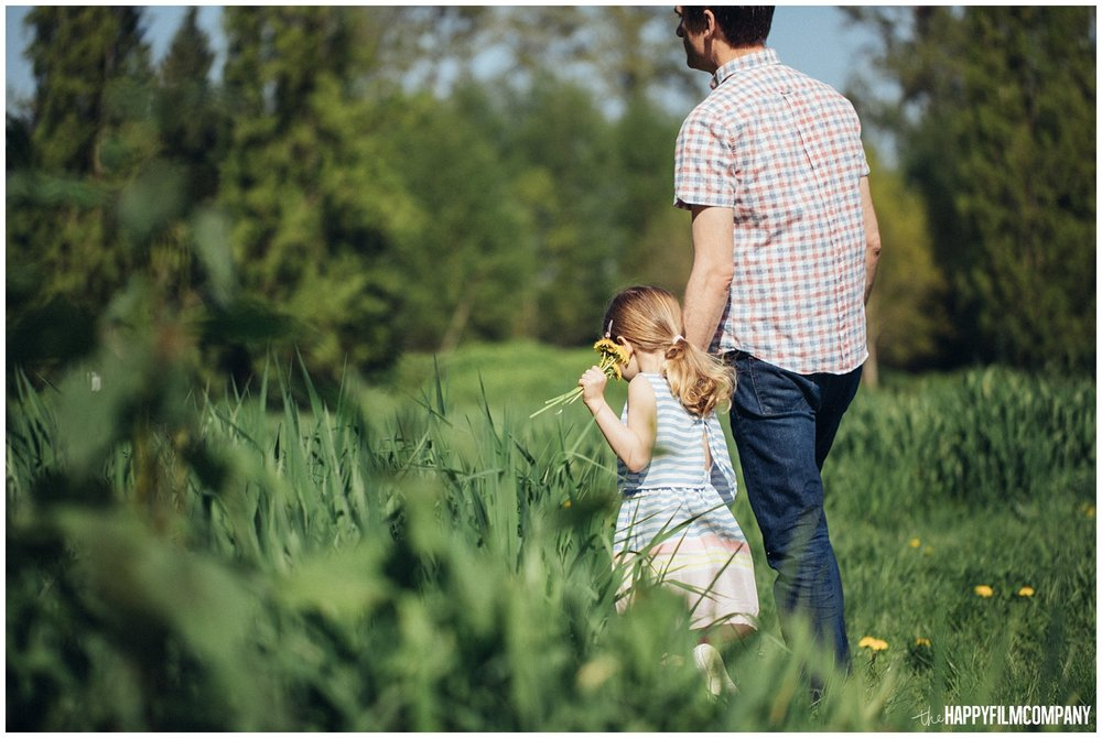 the Happy Film Company - Seattle Family Photography - Father Daughter Portraits - Redmond Grass Field Dandelion
