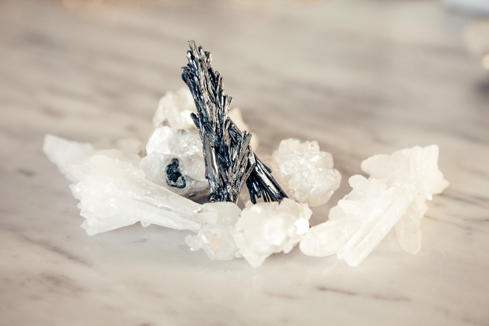 Quartz, apophylite and stibnite