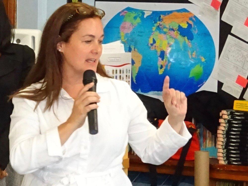 Patricia presenting in a 5th grade classroom.