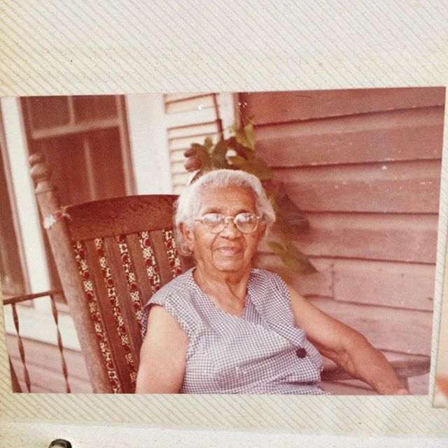I took this picture when I was 12. She ain't wanna smile. I was very fortunate to know my great-grandma. She could sew ANYTHING 👵🏽👵🏽👵🏽❤️.. like the dress she wanted to be buried in, which by the way, used hang on the back of her bedroom door.👈🏾👀 #paststitchesproject #bloodmemory #artandancestry #ancestortime #florida #respectthematriarchy