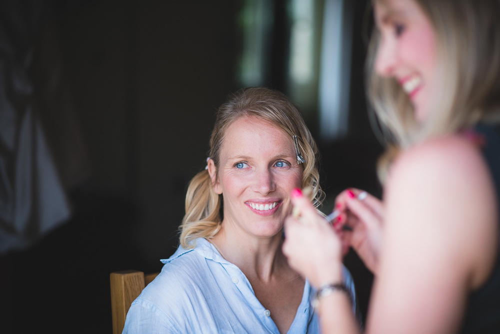 beautiful natural bride getting ready in natural light